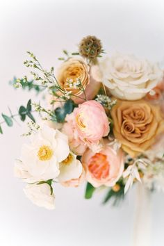 Gold Wedding Bouquets, Ranunculus Wedding Bouquet, Peach Bouquet, Bridal Bouquet Pink, Gold Wedding Decorations, Fall Wedding Flowers, Peach Flowers, Fall Wedding Colors, Flower Bouquets