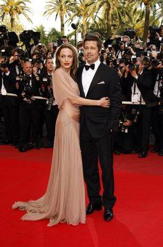 Pin for Later: Retour Sur Les Moments Les Plus Glamour du Festival de Cannes  Angelina Jolie et Brad Pitt à l'avant première de Inglourious Basterds en 2009.