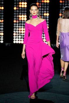 Hannibal Laguna Madrid Primavera Verano 2021 - Pasarelas | Vogue España Runway Fashion, Fashion News, Fashion Beauty, Fashion Outfits, Madrid, Vogue Paris, Catwalk Clothing, Hannibal Laguna, Rosa Pink