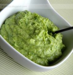 Homemade organic guacamole made with quality, organic ingredients from Real Food Girl. Yummy Appetizers, Yummy Snacks, Appetizer Recipes, Snack Recipes, Yummy Food, Whole 30 Recipes, Real Food Recipes, Great Recipes, Healthy Dips