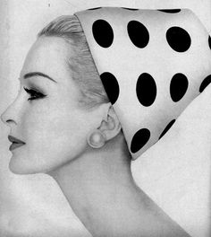 Hats // Amazing vintage black and white polka-dot hat, Sara Thom, Vogue 1959 Vintage Vogue, Retro Vintage, Idda Van Munster, Vintage Fashion Photography, Love Hat, Turbans, Looks Vintage, Fashion History, Vintage Photos