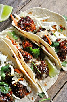 Vegan Mexican Food: These vegan taco recipes make for the ideal comfort food for meat-free lovers. Perfect for lunches and dinners, they use beautiful spices, mixed with cauliflower, broccoli or mushrooms for fillings, all wrapped in crunchy taco shells. Vegan Vegetarian, Vegetarian Recipes, Cooking Recipes, Healthy Recipes, Vegan Foods, Vegetarian Mexican Food, Vegan Lunches, Cooking Stuff, Smoker Recipes