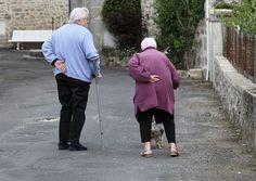 Personas en la tercera edad deben protegerse de caídas serias