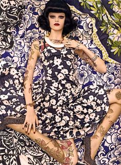 Foto: Vogue Patterns Had some great images passed along to me from a Vogue shoot with Steven Meisel in 2007 showcasing patterns for 2008. How many of these patterns did you end up seeing this year?