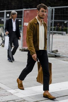 44 Spring Chic Outfits for Men's Street Style, , Mens Fashion Style, Fashion Mode, Fashion Week, Look Fashion, Fashion Styles, Fashion Boots, Fashion Tips, Fashion Outfits, Latex Fashion, Fashion Addict