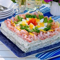 Lujoso pastel de sandwich con salmón y camarones - Smörgåstårtor - Sandwich Torte, Savory Cheesecake, Open Faced Sandwich, Swedish Recipes, Dessert For Dinner, Recipe Images, Fish And Seafood, Quick Easy Meals, Food Inspiration