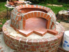 Four à pizza bois : Dominicks Pizza Oven Forno Bravo Forum: The Wood-Fired Oven Community Best Outdoor Pizza Oven, Build A Pizza Oven, Outdoor Kitchen Bars, Outdoor Oven, Outdoor Kitchens, Clay Pizza Oven, Bread Oven, Outdoor Grilling, Woodfired Pizza Oven