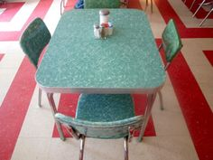 My great aunt had a similar table in the breakfast nook. I would like one someday.