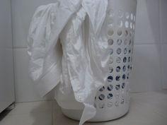 Tem dias que a gente olha aquela blusa branca e dá um dó dela, coitadinha! Um dia era branca hoje jaz encardida. Para sua roupa branca demorar a encardir, faça sempre pré lavagem (molho e retirar manchas) e lave com sabão de coco, álcool e …
