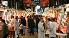 Απίστευτη κινηση στην Βαρβάκειο αγορά..Οκτώ γυναίκες στεκόντουσαν στα ταμεία και πλήρωναν τον λογαριασμό σε όποιον δεν είχε αρκετά λεφτά για να ψωνίσει κρέατα!!!
