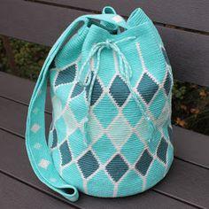 Hilde haakt: Mochila tas haken Tapestry Crochet Patterns, Crochet Stitches, Free Crochet Bag, Knit Crochet, Tapestry Bag, Crochet World, Quilted Bag, Knitted Bags, Hobbies And Crafts