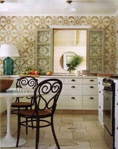 check out that gorgeous moroccan tile. someday imma have that in my kitchen;)
