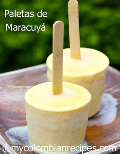 If you love passion fruit, youre gonna flip for these Paletas de Maracuya (creamy passion fruit popsicles) from My Colombian Recipes! Cold Desserts, Frozen Desserts, Frozen Treats, Delicious Desserts, Dessert Recipes, Yummy Food, Baking Recipes, Colombian Desserts, My Colombian Recipes