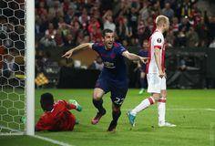 48' - GOAL! Ajax 0 #MUFC 2. @HenrikhMkh doubles the lead! #UELfinal