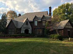 Stunning 5-bedroom English Tudor-style Louisville, Kentucky, home available for rent Derby weekend 2017. #louisville #kentucky #derby #kyderby