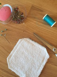 Les lingettes lavables - Site de cococoud ! Creation Couture, Diy Cleaning Products, Diy Food, Diy And Crafts, Crochet, Business, Stained Glass Birds, Dressmaking, Colors