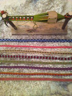 Tissage aux tablettes (ou aux cartes, cartons, plaquettes). card weaving
