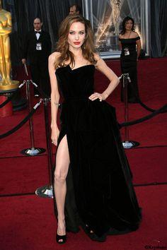 Les 10 robes de #stars mémorables de 2012: #Angelina #Jolie