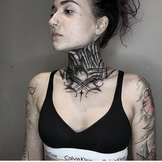 Tattoo by - Tattoo Images Girl Neck Tattoos, Hot Tattoo Girls, Sleeve Tattoos, Hot Tattoos, Black Tattoos, Body Art Tattoos, Tatoos, Piercings, Piercing Tattoo