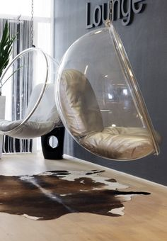 bubble chair on my bucket list! Hanging Hammock Chair, Swinging Chair, Interior Rugs, Interior Design, Interior Decorating, Leather Wingback Chair, Bubble Chair, Adirondack Chair Plans, Ball Chair
