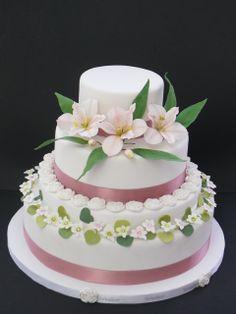 Delicada tarta con Alstroemelias