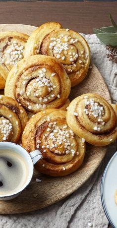Ob in Schweden, Dänemark oder Finnland: Zimtschnecken fehlen im Norden auf keiner Kaffeetafel. Probieren Sie, wie süß Skandinavien schmeckt mit dem REWE Rezept » https://www.rewe.de/rezepte/zimtschnecken-kanelbullar/