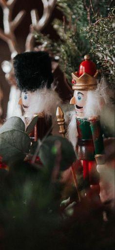 Seville Jan 21 Classy Christmas, Seville, Christmas Ornaments, Holiday Decor, Orange Blossom, Floral Decorations, Sevilla, Christmas Jewelry, Christmas Decorations