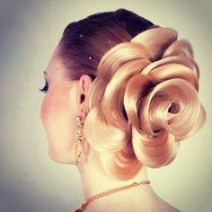 薔薇の花のような形にうっとり♡ 海外で話題騒然のヘアアレンジの作り方   by.S