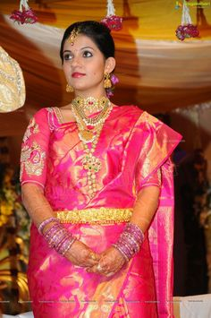 Param Madireddy wife in Gorgeous Wedding Jewelry - Jewellery Designs South Indian Bridal Jewellery, Indian Jewellery Design, Jewellery Designs, Gold Jewellery, Indian Wedding Jewelry, Indian Weddings, Saree Wedding, Bridal Sarees, South Indian Bride