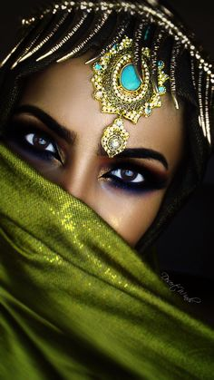 Image about beautiful in Eyes😎 by on We Heart It Arabian Makeup, Arabian Beauty, Arabian Eyes, Beautiful Eyes, Beautiful People, Beautiful Women, Amazing Eyes, Pretty Eyes, Beautiful Pictures