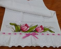 toalha-de-lavabo-pintada-banheiro Kitchen Towels, Baby Photos, Table Runners, Clip Art, Painting, Bath Towels & Washcloths, Hand Towels, Doll Face, Face Towel