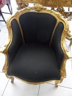 Poltrona Preto Com Dourado Estilo Classico Relicario Decora - R$ 4.900,00 em Mercado Livre