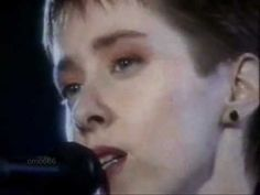 Luka by Suzanne Vega (en español) Suzanne Vega, Song Images, Spanish Music, Moral, Pop Rocks, Music Industry, Art Music, Poses, Actors & Actresses