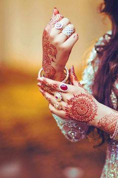 Mehndi Design Offline is an app which will give you more than 300 mehndi designs. - Mehndi Designs and Styles - Henna Designs Hand Designs Henna, Wedding Mehndi Designs, Mehendi Photography, Girl Photography, Indian Photography, Bridal Photography, Stylish Girl Images, Stylish Girl Pic, Legs Mehndi Design