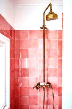 Interior design trends of 2019 Pantone-Farbe des Jahres Living Coral im Badezimmer-Interieur. Coral Bathroom, Simple Bathroom, Bathroom Ideas, Pink Bathrooms, Bathroom Colors, Bathroom Renovations, Interior Design Trends, Bathroom Interior Design, Interior Designing