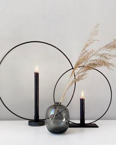 Black Kitchen Decor, Modern Office Design, Black Vase, Aesthetic Bedroom, Interior Stylist, Centre Pieces, Vases Decor, Home Decor Inspiration, Decor Interior Design