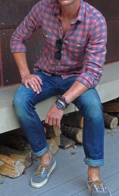Plaid shirt and denim combo is perfect for Fall.