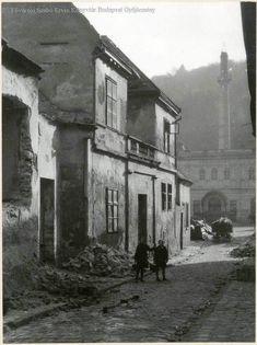 [1932-33] Tabán, Virág Benedek utca; jobbra a Rác(z) fürdő épülete. (f.: FSZEK Budapest Gyűjtemény) Utca, Budapest
