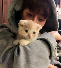 Forget wanting no to be the kitty. I want to be the boy so I can have the kitty!!!!