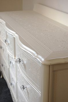 I never would have thought of doing a pearl paint, but this is gorgeous! Paint with pearl paint. Refurbished Furniture, Paint Furniture, Repurposed Furniture, Furniture Projects, Furniture Making, Furniture Makeover, Home Projects, Pearl Paint, Furniture Restoration