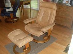 $475! handsome!Ekornes Stressless leather chair w/ottoman