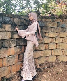 Fun outfit inspiration N&D Hijab Gown, Hijab Evening Dress, Hijab Dress Party, Hijab Style Dress, Kebaya Muslim, Kebaya Hijab, Kebaya Wedding, Muslimah Wedding Dress, Kebaya Lace