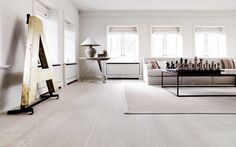 The creamy white walls blend into the pickled white floors seamlessly, making the whole space feel lighter and giving each piece of furniture and art the feeling of being showcased. White Wood Floors, White Walls, White Flooring, Pine Floors, Style Deco, Deco Design, Wooden Flooring, Hardwood Floor, Oak Flooring
