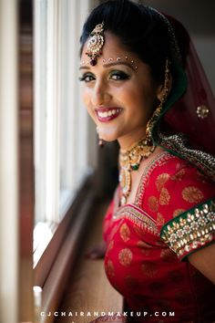 This Glamorous Indian Brial Makeup is perfect for elegant and romantic themed wedding! Looking for Professional Hair and Makeup Artist in Buckinghamshire, UK? Click to learn more!