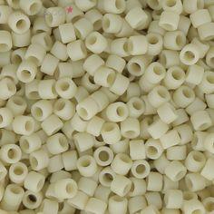 Miyuki Delicas 11/0 DB0388 - Mat Opaque Bone Luster x8g : Perles Japonaises de taille 11/0. (environ 1.27 mm dans le