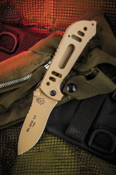 """MIL SPIE 3.5 (Coyote Tan) Blade Length: 3 ½"""" O/A Length: 8"""" Cutting Edge: 3 ½"""" Length Closed: 4 ½"""" Blade Thickness: 1/8"""" Handle O/A Thickness: ½"""" Frame: Aircraft Aluminum 6061 T-6 Blade Width: 1 1/8"""" Blade Color: Coyote Tan Blade Steel: N690Co / Cobalt Vanadium Steel Blade Hardness: RC 58-60 Liner Lock: Tool Steel RC 50-55 Designed: Patent Pending ***MADE IN THE ROCKY MOUNTAINS USA***"""
