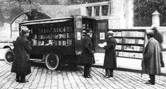 Büchereiwagen - Via Wien Nostalgie FB History Of Germany, Austro Hungarian, German Army, Wwi, Vintage Travel, Vienna, Old World, Austria, Medieval