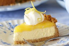 Sunny lemon cheesecake - Add a touch of sunshine to your day with this sensational lemon cheesecake. Lemon Cheesecake Recipes, Lemon Recipes, Baking Recipes, Sweet Recipes, Cheesecake Desserts, Baking Ideas, No Bake Desserts, Dessert Recipes, Parfait Desserts