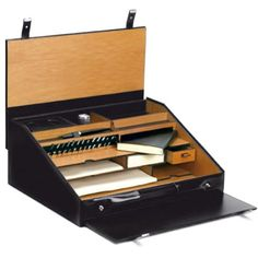 Traveling desk in leather and wood