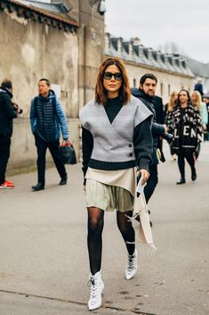 Paris Fashion Week Street Style Breaks All the Rules, So Outfits Just Got a Lot More Fun Cc Fashion, Fashion Editor, Fashion Week, Curvy Fashion, Autumn Fashion, Womens Fashion, Paris Fashion, Fashion Trends, Fashion Styles